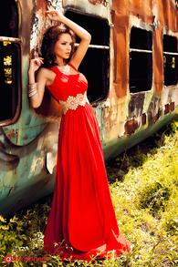 Rochie lunga rosie cu pasmanterie aurie in talie Rn 215