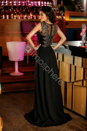 Rochie lunga saten roz si colier margele Rn 2024 Rochie lunga neagra cu broderie aurie la bust Rn 1285